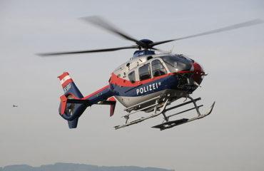 Let helikoptérou v Rakúsku polícia možno spoplatní