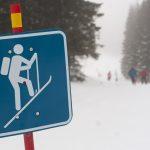 Tabuľa so symbolom skialpinistu